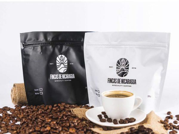 Dos paquetes de café de especialidad